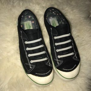 Lightly used Simple tennis shoes